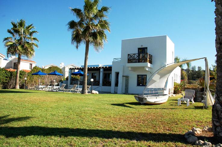 Ferienhaus alkiona direkt am meer in kissonerga n he for Ferienhaus zypern