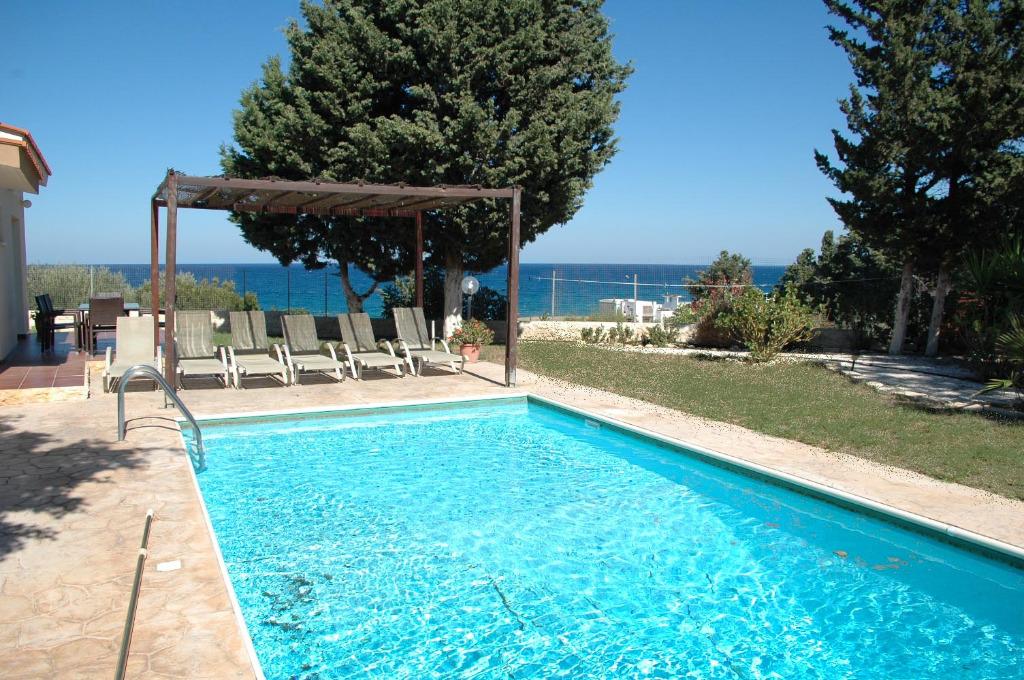 ferienh user bayview in latchi polis zypern. Black Bedroom Furniture Sets. Home Design Ideas